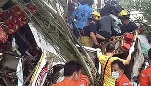 Kamyon devrildi! 13 kişi hayatını kaybetti...