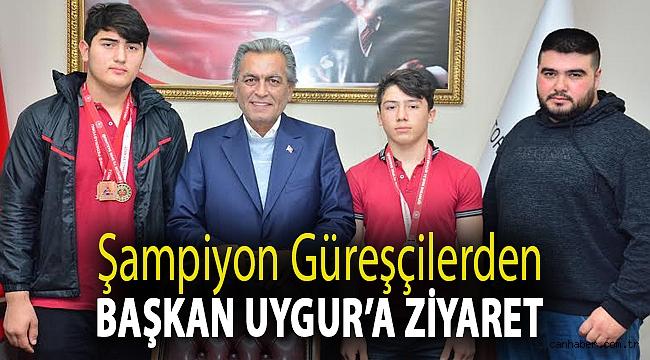 Şampiyon güreşçilerden Başkan Uygur'a ziyaret