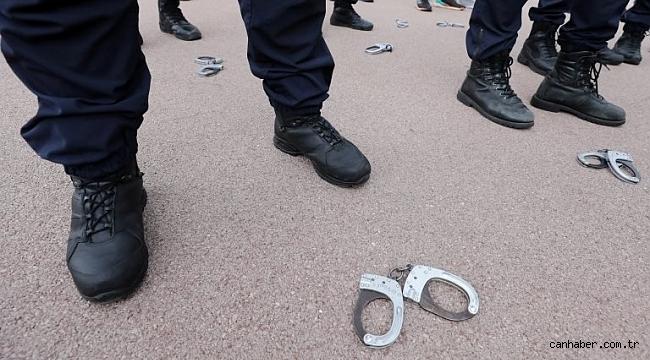 Fransa'da polislerin protestosu sonrası 'boyun kilidi' yasağı kalktı