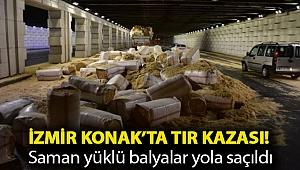 İzmir Konak'ta tır kazası! Saman yüklü balyalar yola saçıldı