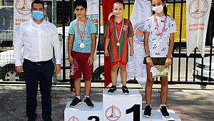 7 yaşında, ilk yarışında şampiyon oldu!