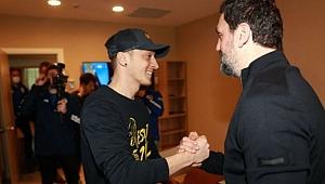 Dünyanın gözü Mesut Özil'in imza töreninde