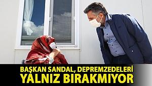 BAŞKAN SANDAL, DEPREMZEDELERİ YALNIZ BIRAKMIYOR